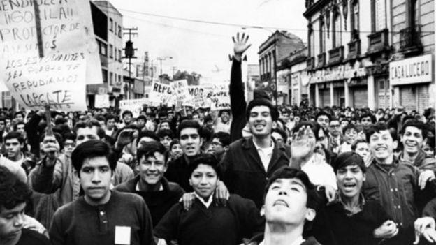 В началото студентското протестно движение в Мексико тръгва по младежки жизнерадостно и оптимистично. Снимка: Archivo UNAM