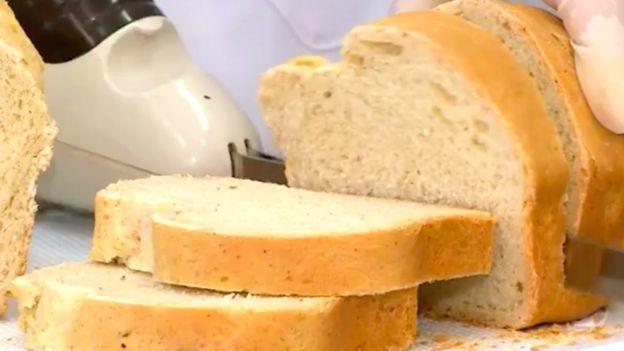 """Ако във филийка обикновен хляб има 9,7 грама протеини, то във филийка от """"хлебарковия"""" те са вече 22,6 грама. Снимка: FURG"""