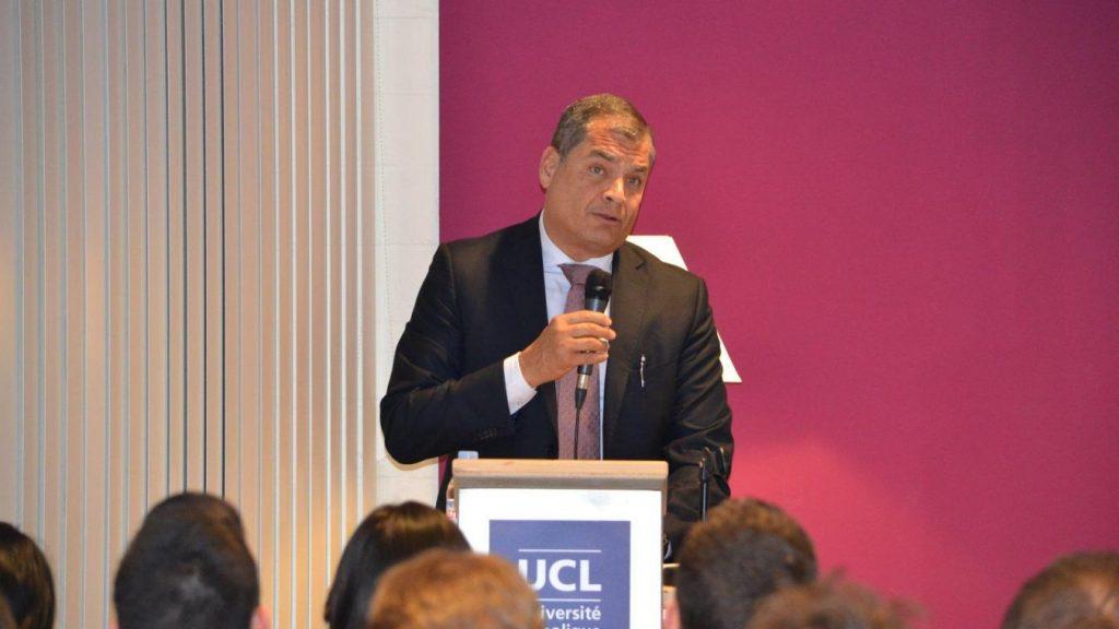 Бившият президент на Еквадор по време на една от публичните си лекции. Снимка/ Global Initiative