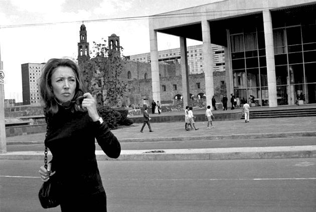 """Ориана Фалачи и по-късно идва многократно на площад """"Тлателолко"""", опитвайки се да съдейства за изваждане на истината за трагедията на показ. Снимка: hellodf"""