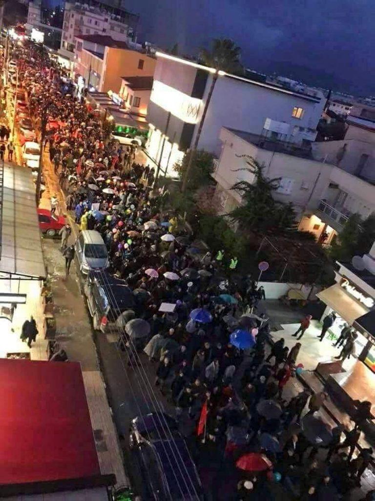 """Най-мащабната демонстрация в окупираните територии–над 5000 кипърски турци, към които се присъединиха и кипърски гърци, излязоха по улиците на Никозия в """"Марш за мир и демокрация"""" след атаката срещу редакцията на вестник """"Африка"""", 26 януари 2018 г. Снимка: архив на авторката"""