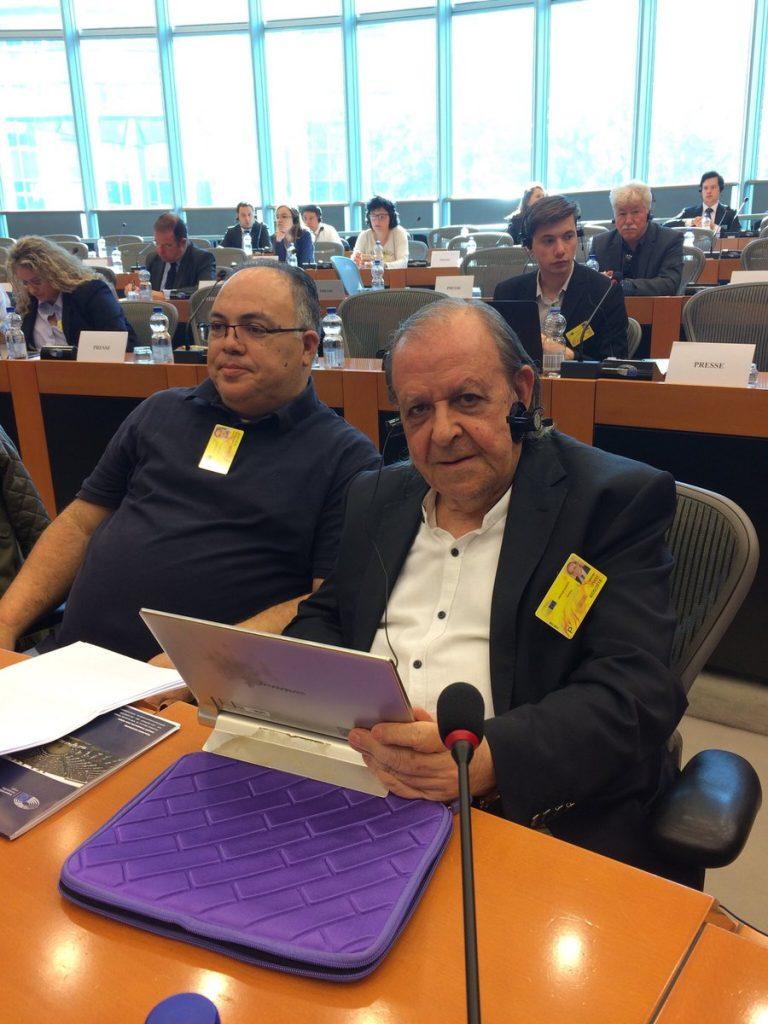Шенер Левент заедно с колеги кипърски турски и кипърски гръцки журналисти в Европейския парламент в Брюксел по време на отбелязването на Световния ден на свободата на печата–3 май 2018 г. Снимка: архив на авторката