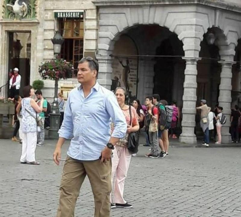 Бившият еквадорски президент из улиците на Льовен-Ль-Ньов. Снимка: Facebook