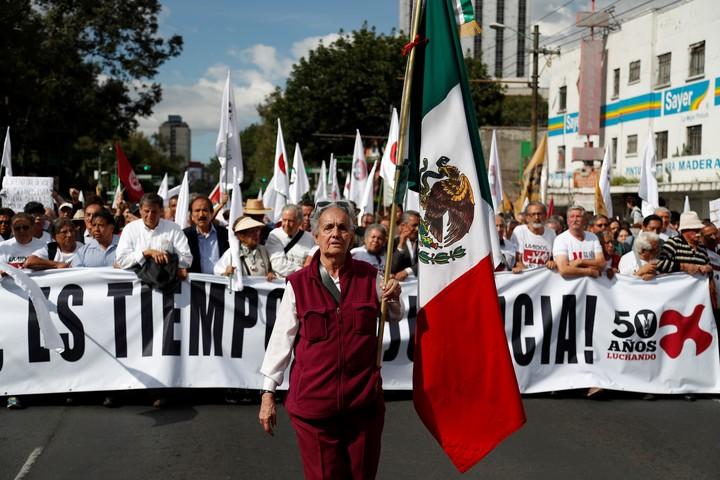 """Тазгодишното възпоменателно шествие за жертвите отпреди 50 години бе оглавено от 85-годишната Матилде Приего, пряк свидетел на """"клането от Тлателолко"""". Снимка: El Pais"""