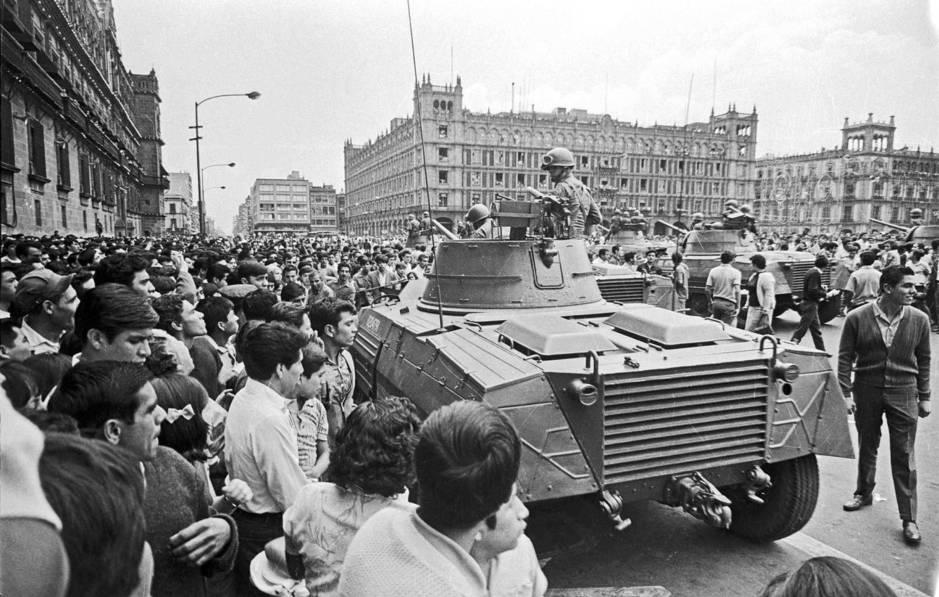 """По време на една от студентските демонстрации на централния площад """"Сокало"""" в мексиканскатастолица в края на август 1968-ма. Снимка: Archivo UNAM"""