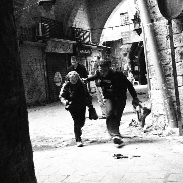 Елена Йончева по време на снимането на свой филм в Сирия. Снимка: личен архив на журналистката