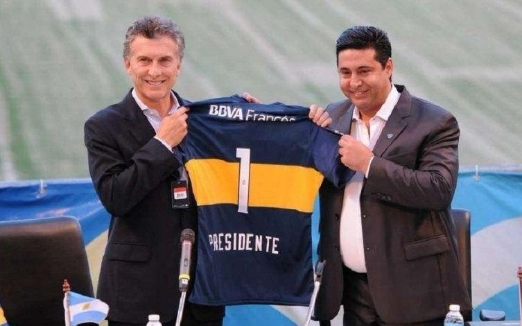 """Президентът Маурисио Макри (вляво) сам избра своя наследник начело на """"Бока Хуниорс"""" Даниел Анхелиси. Снимка: El Dia"""