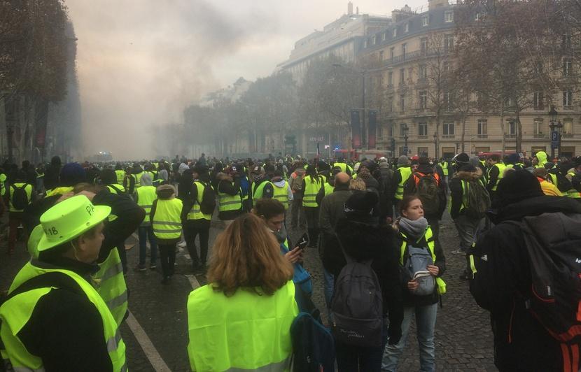 Протестиращите се образоват политически в крачка. Снимка: 20minutes