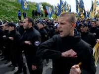 Членове на Азов в една от честите си демонстрации по улиците. Снимка: Ройтерс