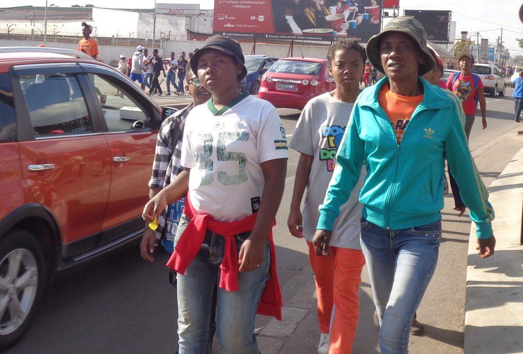 Младите хора преобладават по улиците на Антананариво. Снимка: Къдринка Къдринова