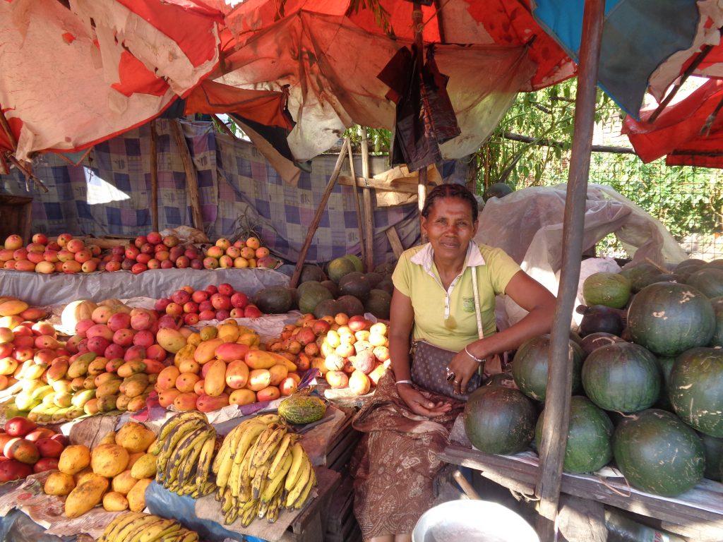 Продавачка от улична сергия. Снимка: Къдринка Къдринова