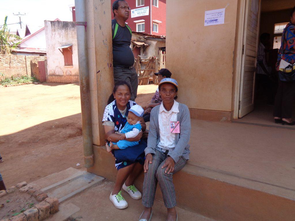 Пред една от секциите в деня на вота. Снимка: Къдринка Къдринова