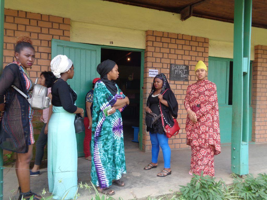 И тези жени ги няма в избирателните списъци. Снимка: Къдринка Къдринова