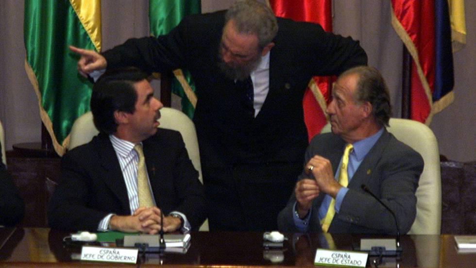 Напрегнат момент в общуването между Хосе Мария Аснар, Фидел Кастро и крал Хуан Карлос на Ибероамериканската среща в Хавана през ноември 1999 г. Снимка: El Pais