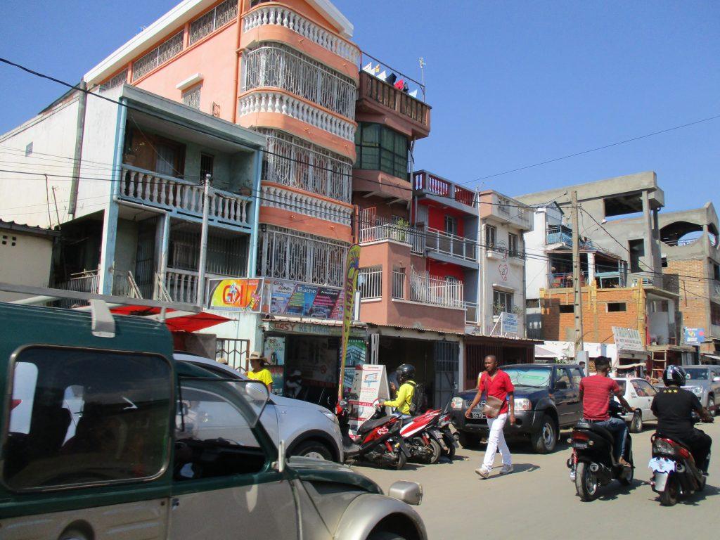 Още една от уютните улици–преди да се мине на съседната, която вече няма нищо общо с тази. Снимка: Къдринка Къдринова