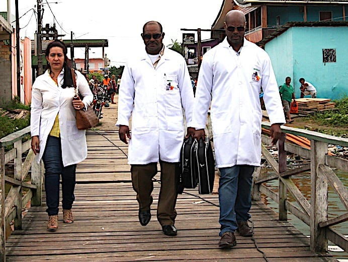 Кубински лекари в Бразилия. Снимка: nocaute.blog.br