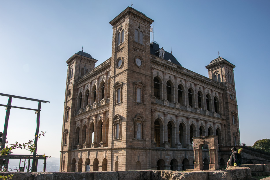 """Кралският дворец """"Рова"""" всъщност е възстановка на истинския, изгорял през 1995 г."""