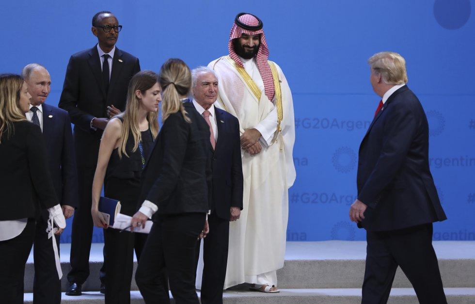 """За подредбата за """"семейната снимка"""" на Г-20 се разви цяла драматургия. Снимка: EFE"""