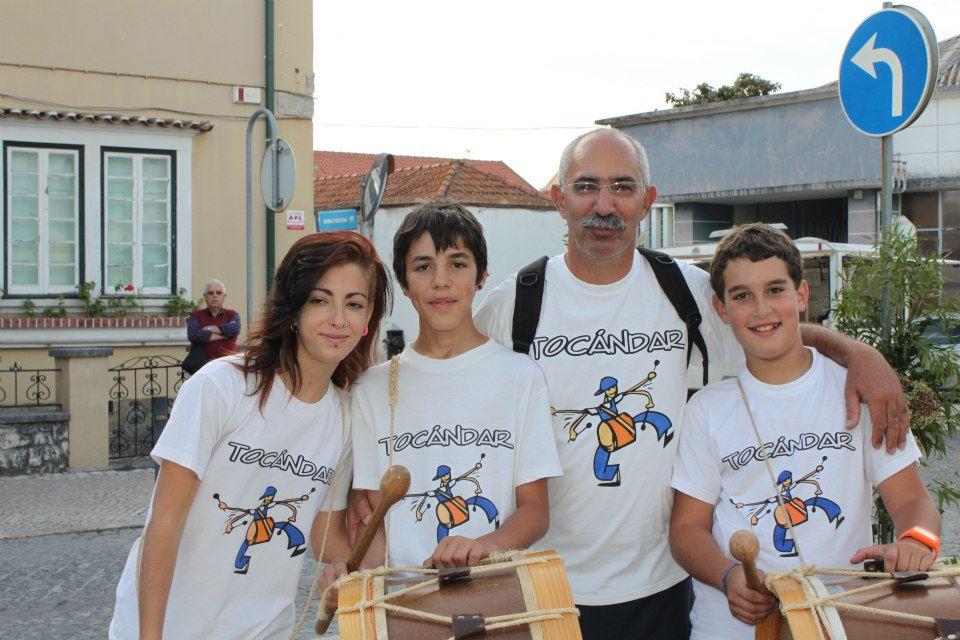 Пауло Тожейра с ученици–участници в неговия 60-членен младежки музикален състав Tocandar.