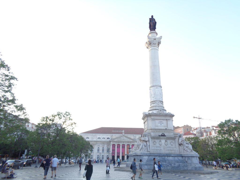 """Площад """"Росио"""" с паметника на крал Педро и с театъра в дъното. Снимка: Къдринка Къдринова"""