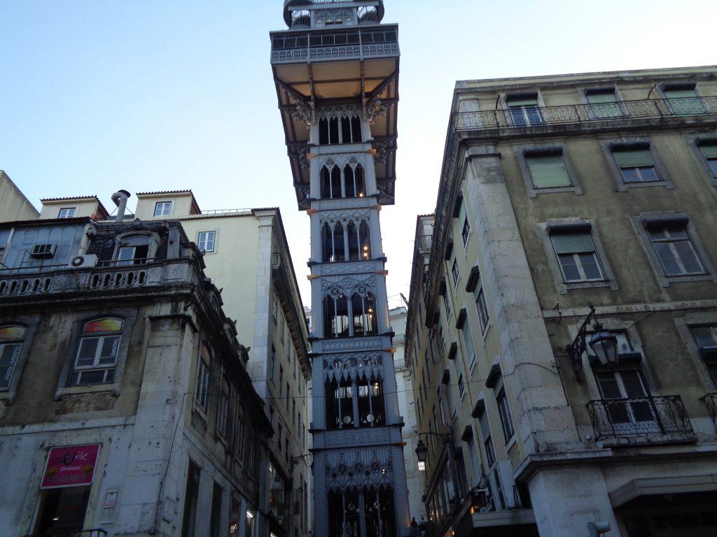 """Асансьорната кула """"Санта Жуща"""" отвежда директно от Байша в Байро Алто и Шиаду. Снимка: Къдринка Къдринова"""