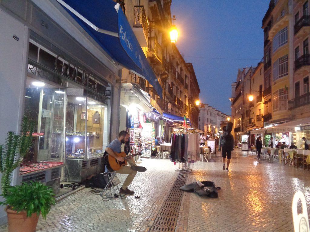 """Уличен певец в """"ниския квартал""""–Байша. Снимка: Къдринка Къдринова"""