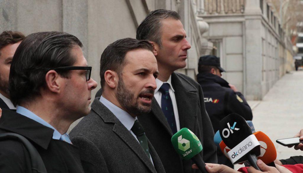 Лидерът на Vox Сантяго Абаскал в последните дни непрестанно е обсаждан от медиите. Снимка: EFE