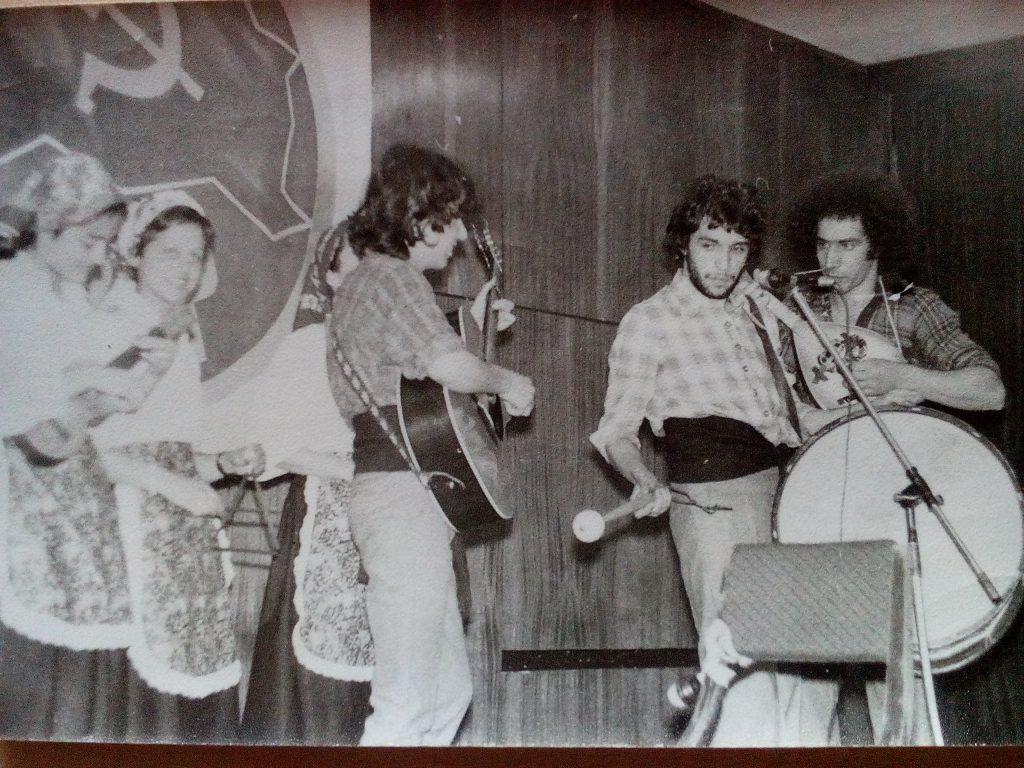 Пауло Тожейра (крайният вдясно) с музикалния състав на някогашните португалски студенти в България. Снимка: Къдринка Къдринова