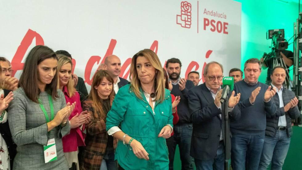 Сусана Диас (в средата, в зелено) заедно с други социалисти в Андалусия, сред като стават известни резултатите от иборите. Снимка: EFE