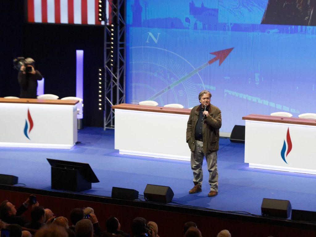 Банън насърчава делегатите на конгреса на Националния сбор в Лил. Снимка: Sky News