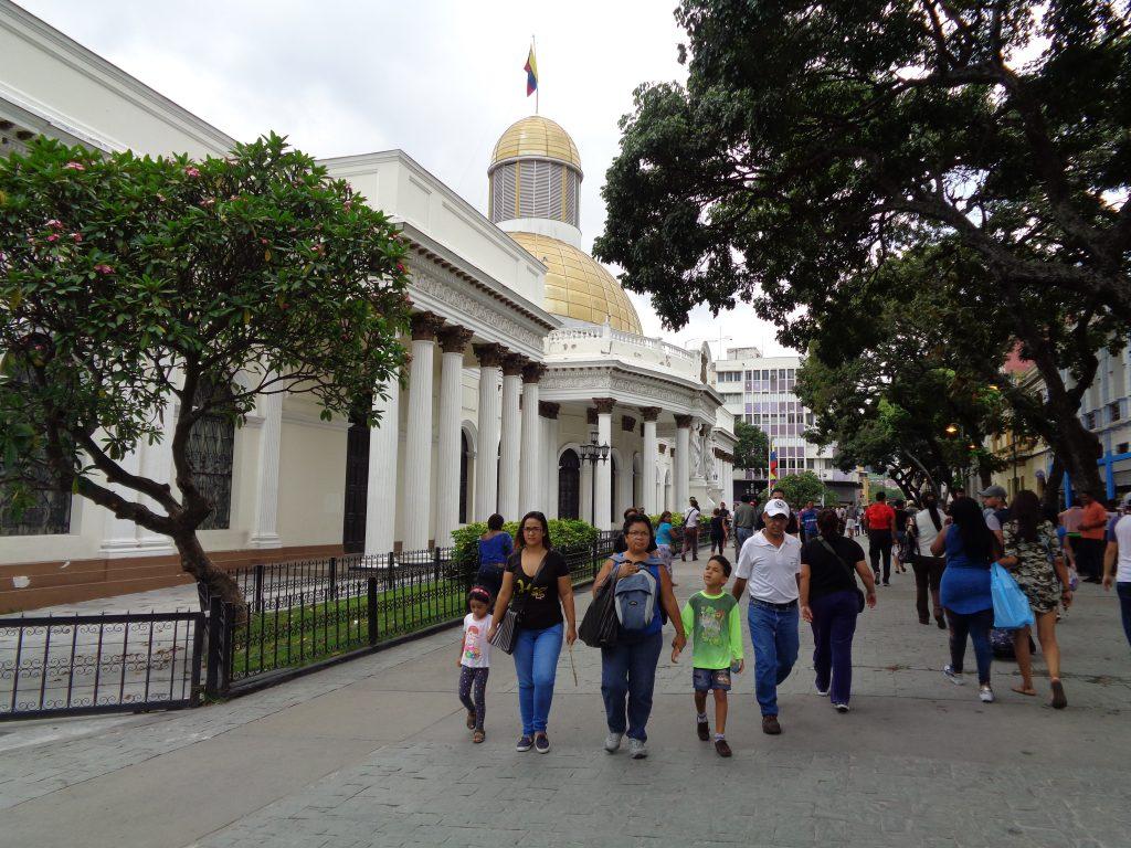 Федералният дворец в Каракас, където в различни зали заседават и Националното конституционно събрание, и суспендираното обикновено Национално събрение. Снимка: Къдринка Къдринова