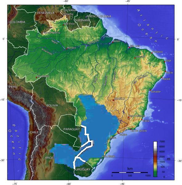 Синьото петно на картата, разпростиращо се по териториите на Бразилия, Аржентина, Парагвай и Уругвай, маркира пространството на Aquifero Guarani. Снимка: Уикипедия