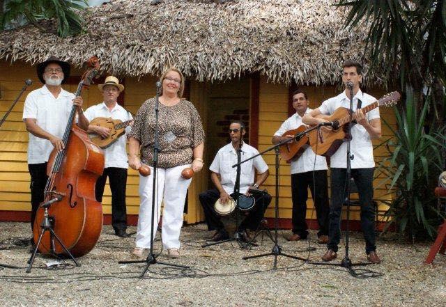 Тази снимка отваря фейсбук-страницата на Quinteto Criollo