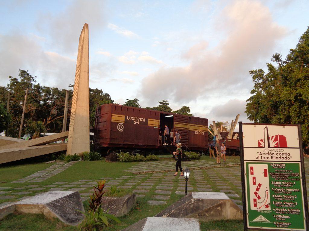 Музеен комплекс на открито включва днес вагони от дерайлиралия брониран влак на Батиста. Снимка: Къдринка Къдринова