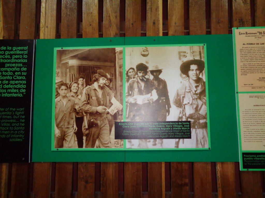 Част от снимковата експозиция в един от дерайлиралите вагони на бронирания влак. На кадъра вляво зад Че Гевара се вижда засмяната Алейда Марч. Снимка: Къдринка Къдринова