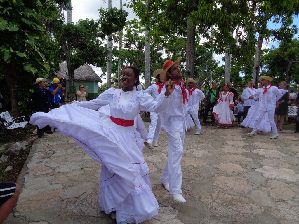 Танцов поздрав и от Finca La Cabaňa. Снимка: Къдринка Къдринова