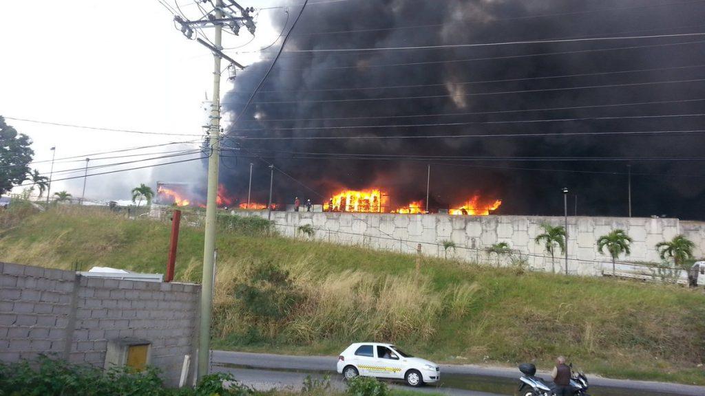 Момент от пожара в медицинските складове в Гуаренас. Снимка: Туитър