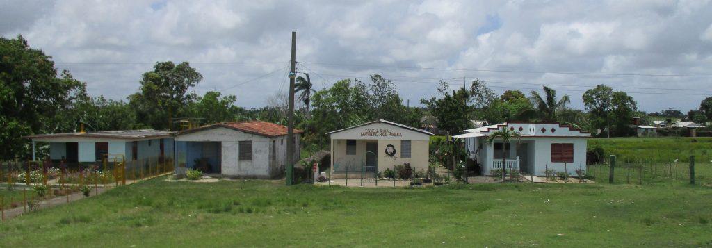 Къщата с лика на Че Гевара на фасадата е селско училище. Снимка: Къдринка Къдринова
