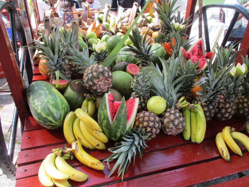 Плодово изобилие на каручката в La Granjita. Снимка: Къдринка Къдринова