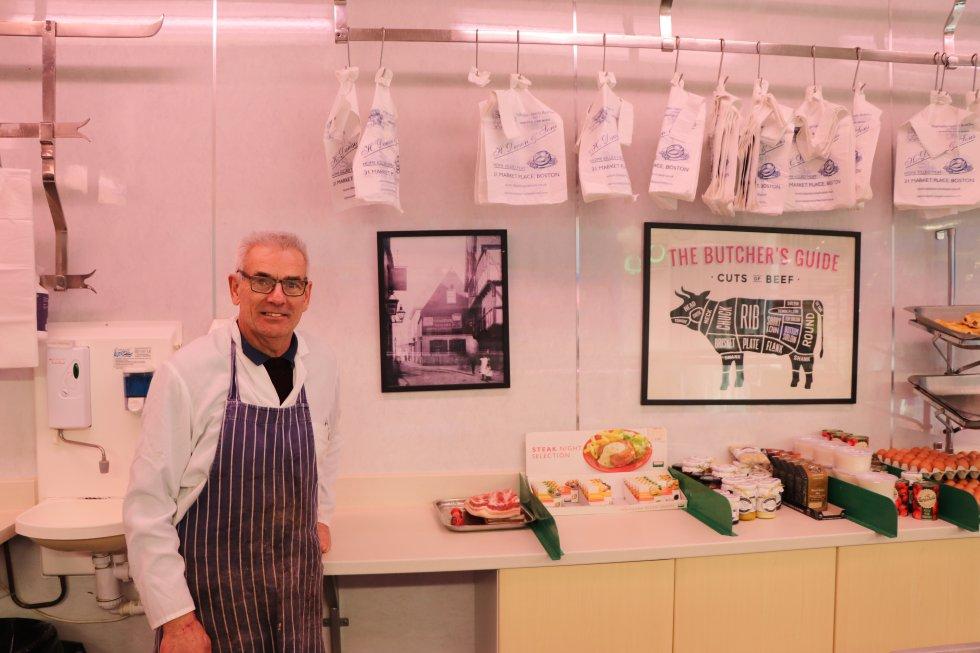 Филип Доусън в семейната месарница в Бостан. Снимка: El Pais