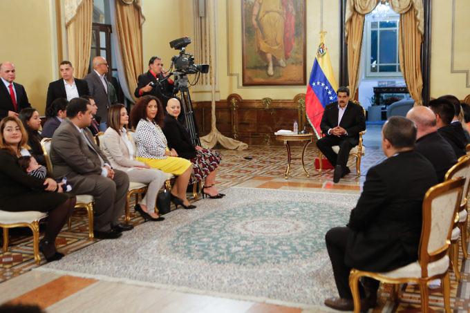 Президентът Николас Мадуро обсъди американския удар по PDVSA с венесуелски дипломати, завърнали се от САЩ след скъсване на двустранните дипломатически отношения.Снимка: Prensa Presidencial