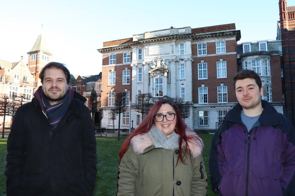 Сам Евънс, Каталина Силва и Рори Спенсър–изследователи във Факултета по инженерство на Университета в Ливърпул. Снимка: El Pais