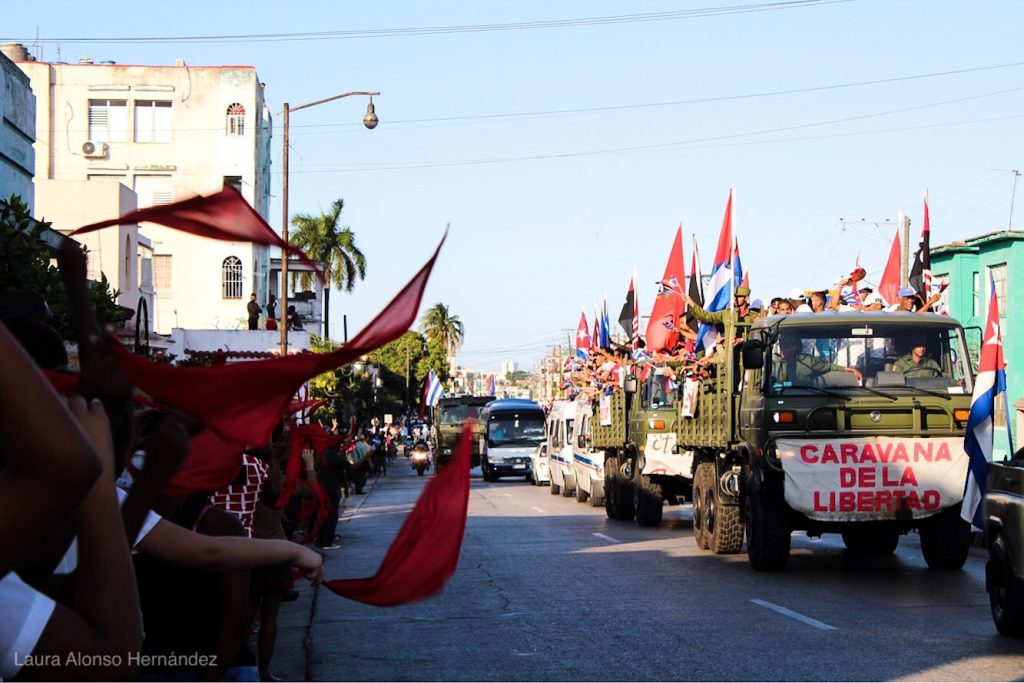 Колоната на свободата отново премина през цяла Куба и влезе в Хавана както прези 60 години. Снимка: Cubahora