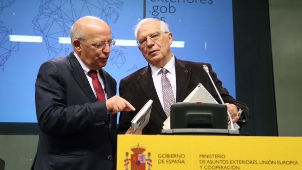 Жозеп Борел (вдясно) и Аугусто Сантос Силва. Снимка: АВС