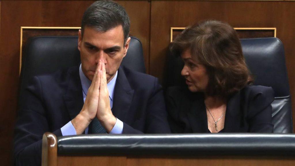 Испанският премиер Педро Санчес и вицепремиерката Кармен Калво по време на дебатите за бюджета в парламента. Снимка: El Pais