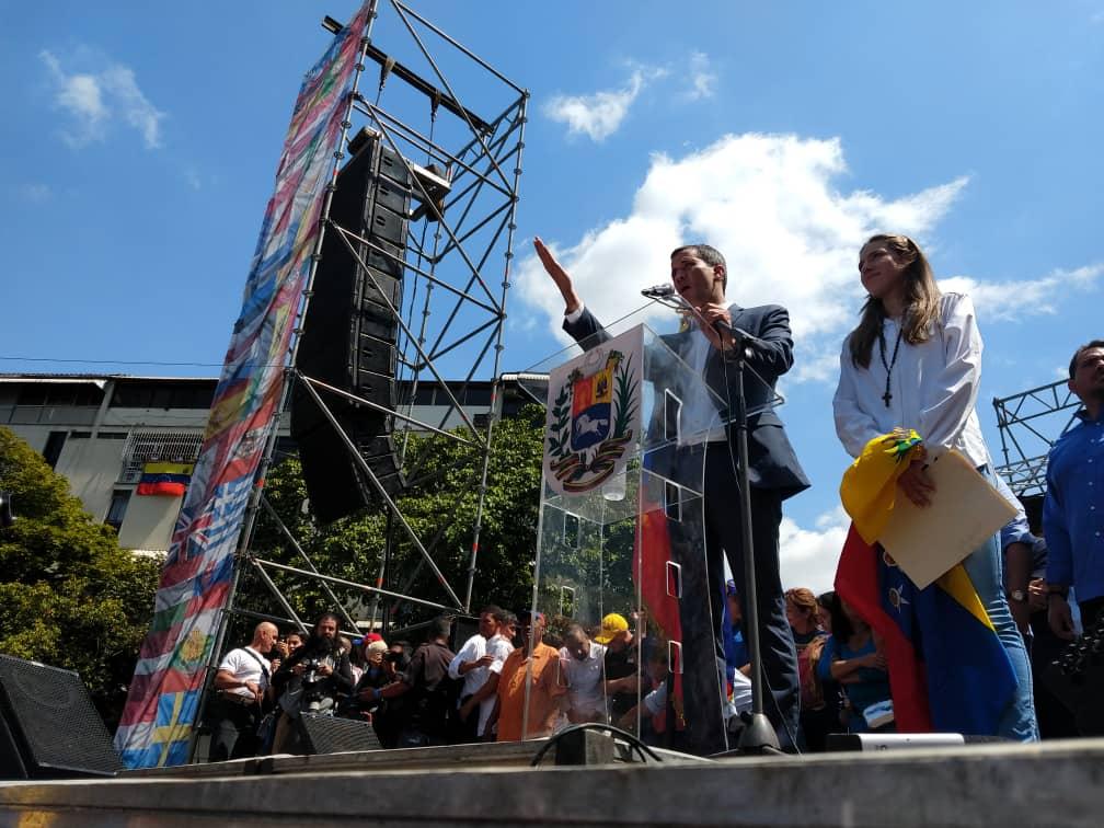 Хуан Гуайдо говори пред привържениците си на 2 февруари в Каракас. Снимка: efectococuyo