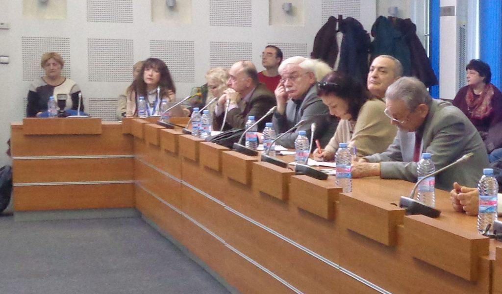Валентин Радомирски (четвъртият отдясно наляво) по време на дискусията. Снимка: Къдринка Къдринова