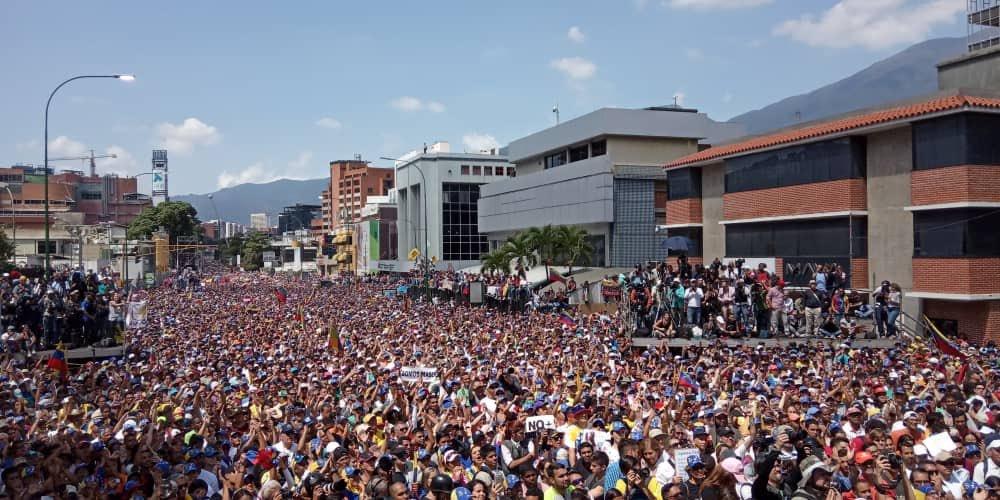 Опозиционният митинг в квартал Мерседес на Каракас също беше многоблоен, но не стигна чависткия. Снимка: Туитър