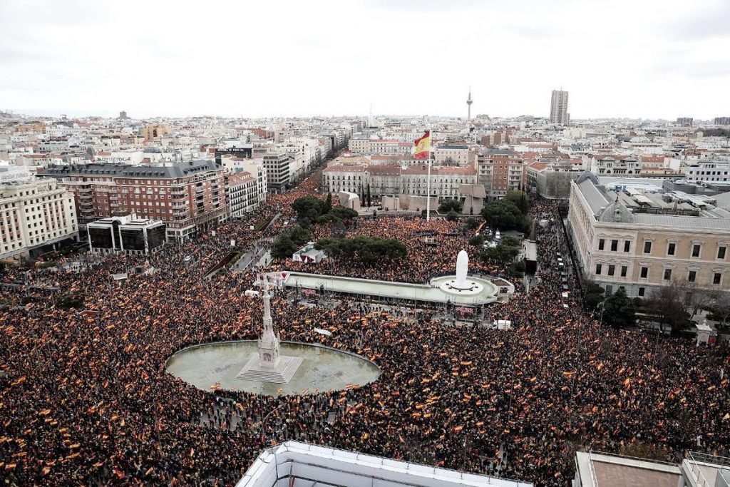 """Обща панорама към площад """"Колон"""" по време на митинга на десницата. Снимка: El Pais"""