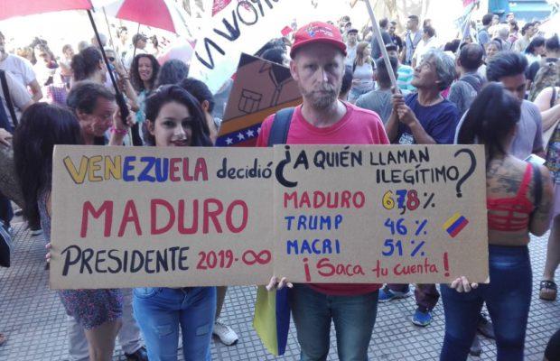 Кадър от демонстрация в подкрепа на законната власт във Венесуела в аржентинската столица Буенос Айрес. Снимка: Resumen Latinoamericano